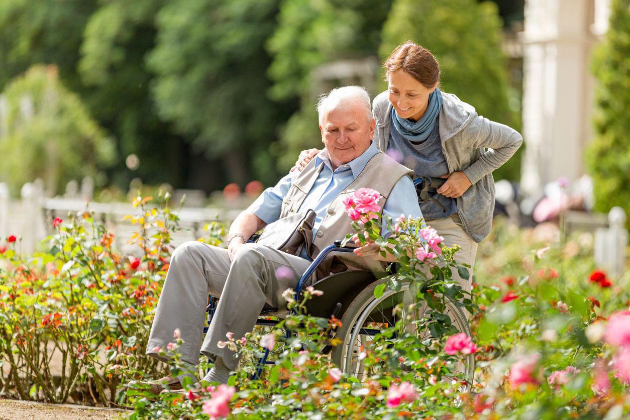 Osobní asistence - vozickar s asistentkou