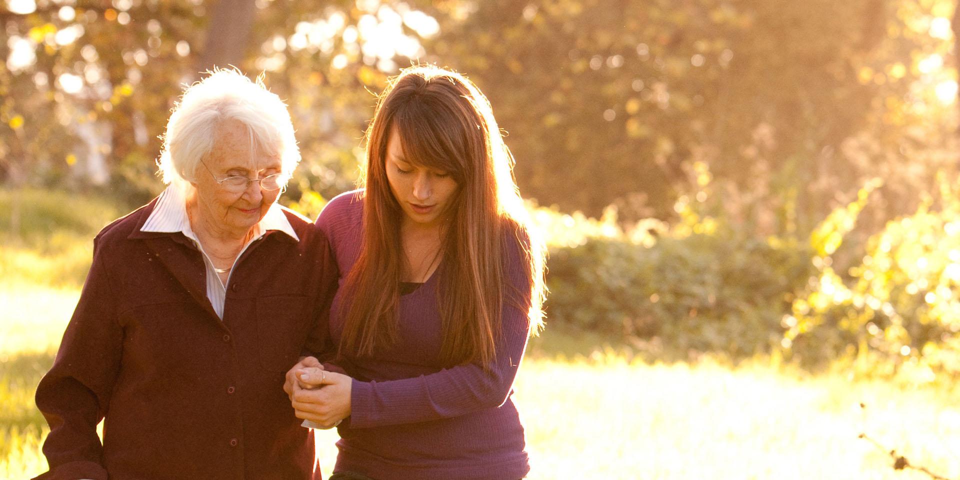 Osobní asistence - duchodce s asistentkou